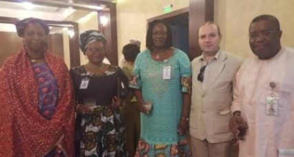 President Anton Caragea pauses with the ladies representing Ghana, Nigeria, Cameroun (1)